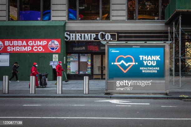 times square during covid-19 - frontline worker stock pictures, royalty-free photos & images
