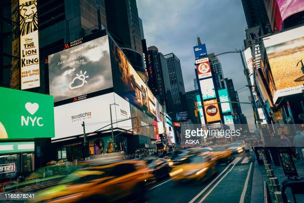 times square in new york city - times square manhattan stock pictures, royalty-free photos & images