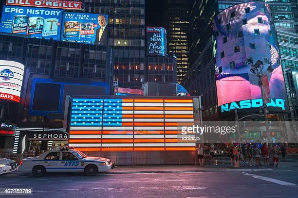 夜のマンハッタン・アット・タイムズスクエア - ナスダック ストックフォトと画像