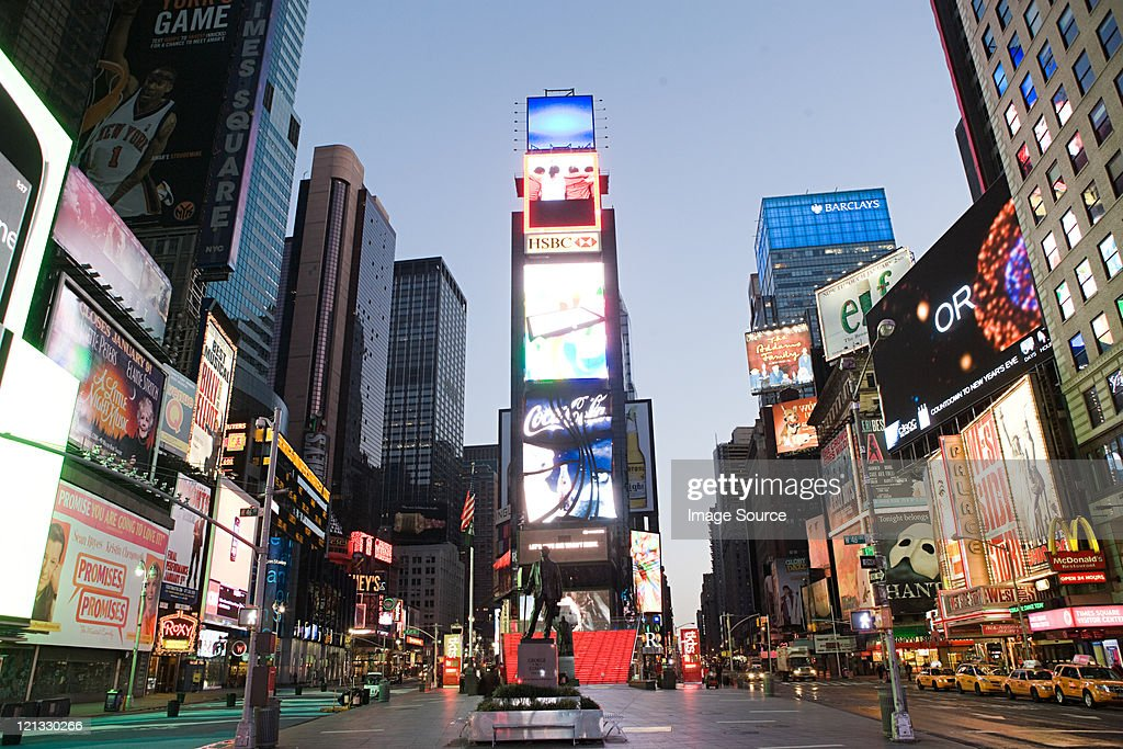 522 331 Times Square Manhattan Photos And Premium High Res Pictures Getty Images