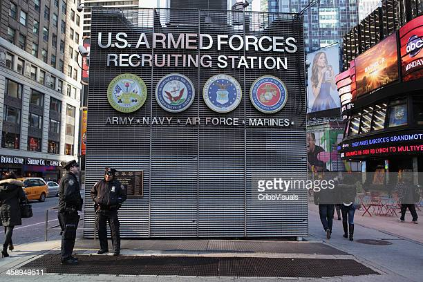 times square nyc us armed forces recruiting station - us military emblems stock pictures, royalty-free photos & images
