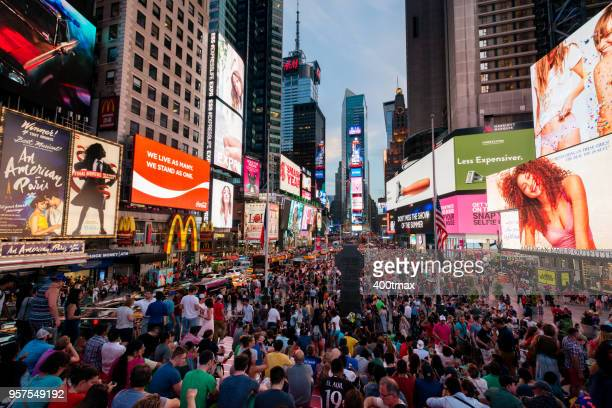 times square - 7th avenue stock pictures, royalty-free photos & images
