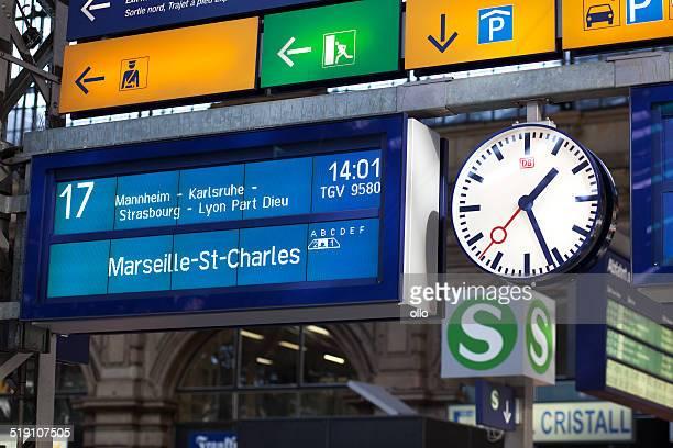 calendrier de la gare de francfort - tgv photos et images de collection