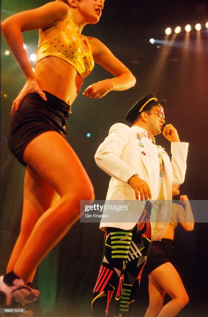 Timmy Mallett, Dawn Andrews, Annie Dunkley, Bombalurina, Diamond Awards Festival, Sportpaleis, Antwerpen, Belgium, 1990.