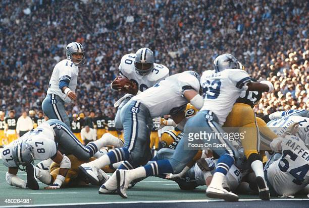 Timmy Newsome of the Dallas Cowboys carries the ball against the Pittsburgh Steelers during an NFL football game October 13 1985 at Texas Stadium in...
