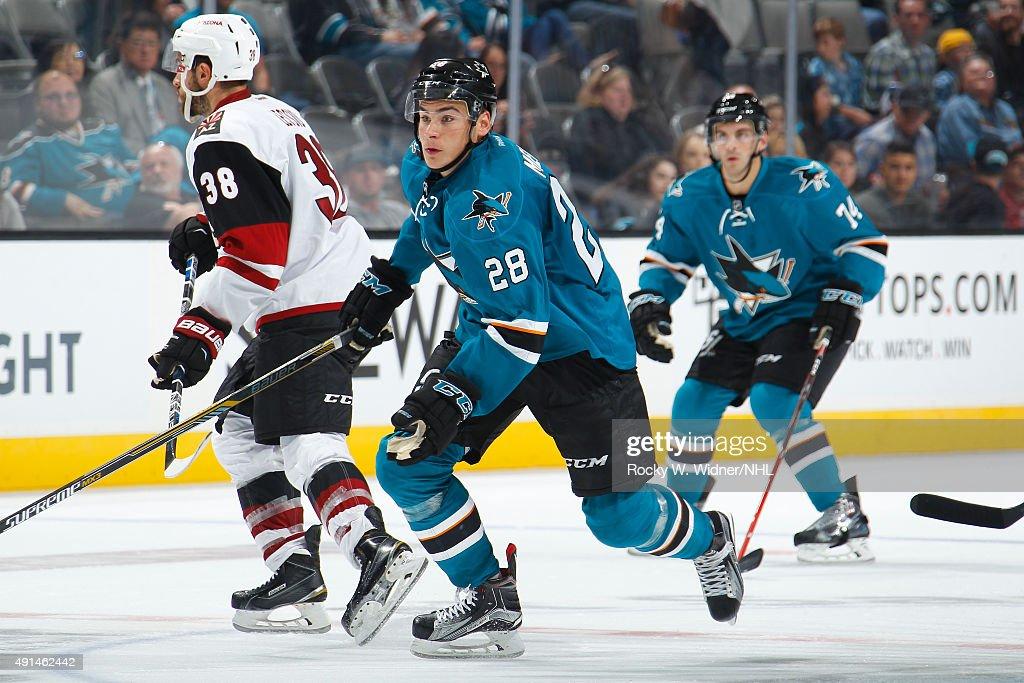 Arizona Coyotes v San Jose Sharks : Nachrichtenfoto