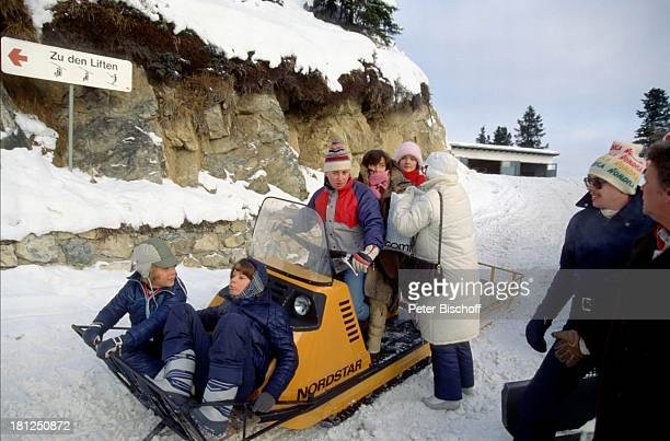 Timo Niessner Tarek Helmy Thekla Carola Wied Julia Biedermann Mayrhofen Tirol ZDFSerie 'Ich heirate eine Familie' Folge 'Schumanns Winterreise'...