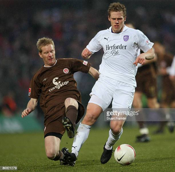 Timo Schultz of St Pauli challenges Rouwen Hennings of Osnabrueck during the second Bundesliga match between FC St Pauli and VfL Osnabrueck at the...