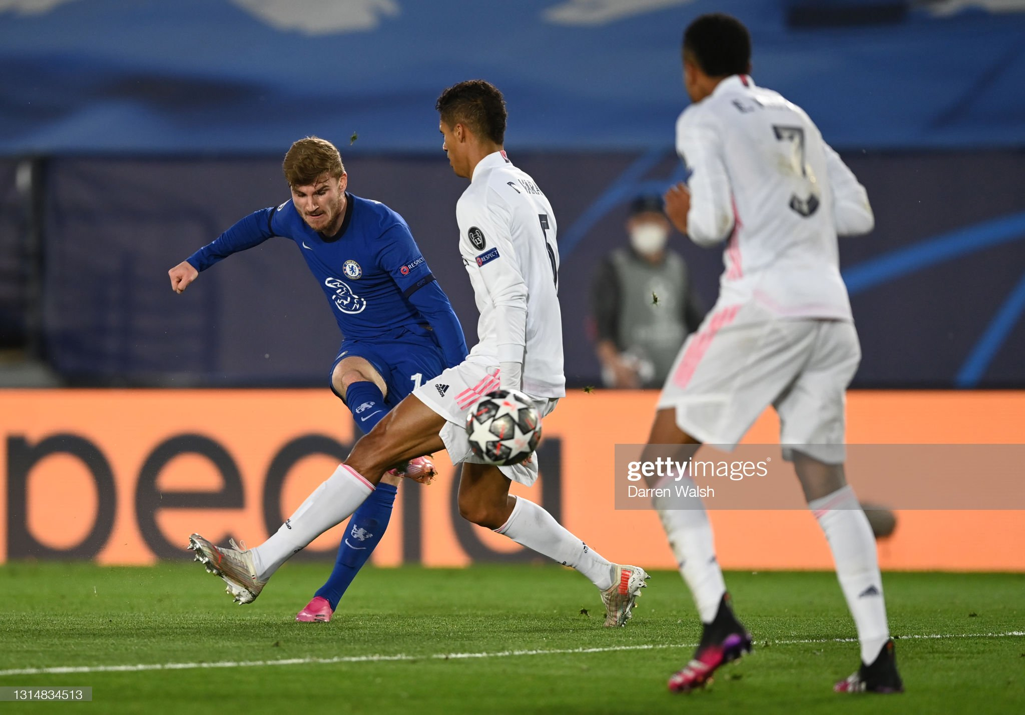 Real Madrid v Chelsea - UEFA Champions League Semi Final: Leg One : News Photo