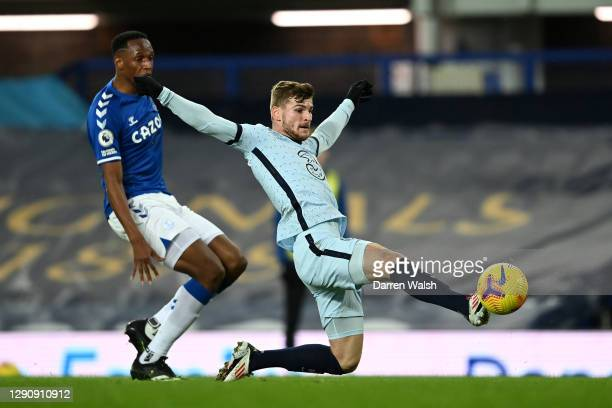 Timo Werner of Chelsea stretches for the ball as he is put under pressure by Yerry Mina of Everton during the Premier League match between Everton...