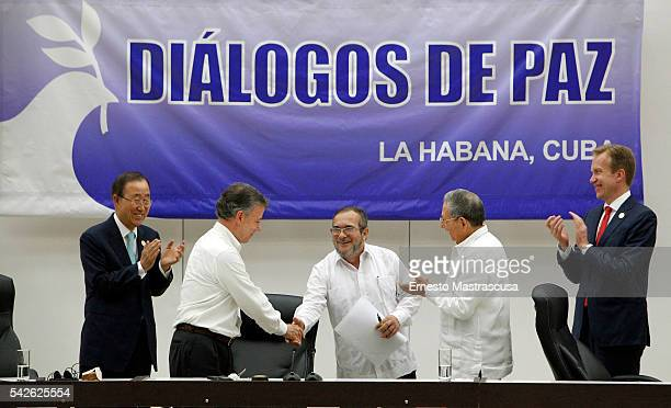 Timoleon Jimenez 'Timonchenko' and Colombian President Juan Manuel Santos shake hands as Cuban President Raul Castro and Ban Kimoon Secretary General...