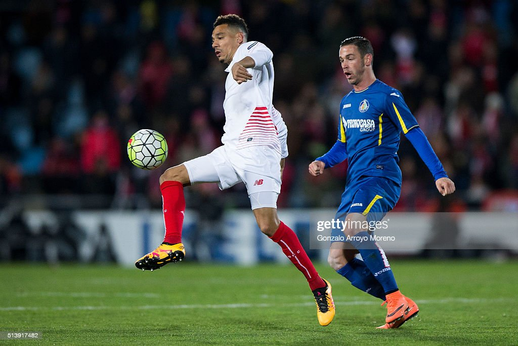 Timothee Kolodziejczak (L) of Sevilla FC competes for the ball with Alvaro Vazquez (R) of Getafe CF during the La Liga match between Getafe CF and Sevilla CF at Coliseum Alfonso Perez on March 5, 2016 in Getafe, Spain.