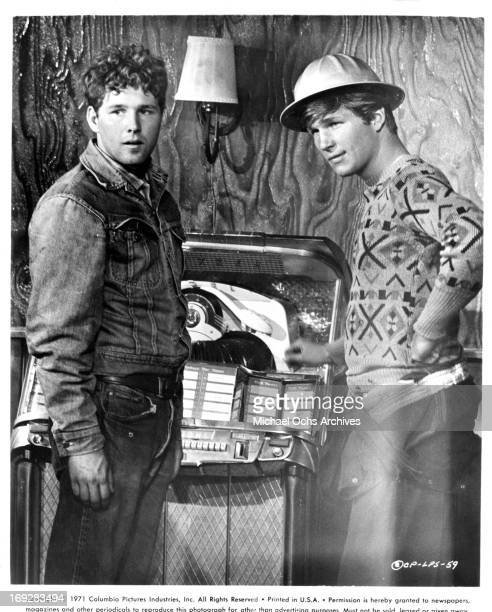 Timothy Bottoms and Jeff Bridges at juke box in a scene from the film 'The Last Picture Show' 1971