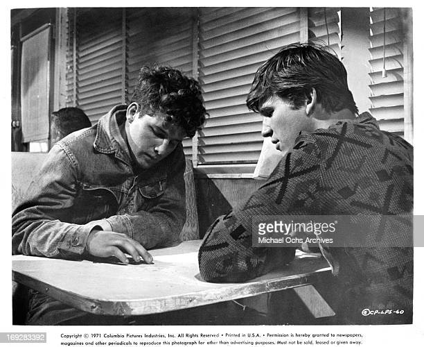Timothy Bottoms and Jeff Bridges pool their money for meal in a scene from the film 'The Last Picture Show' 1971