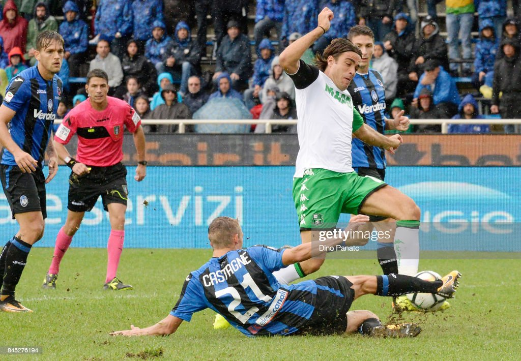 Timothy Castagne (L) of Atalanta BC competes with Alessandro Matri of Us Sassuolo during the Serie A match between Atalanta BC and US Sassuolo at Stadio Atleti Azzurri d'Italia on September 10, 2017 in Bergamo, Italy.