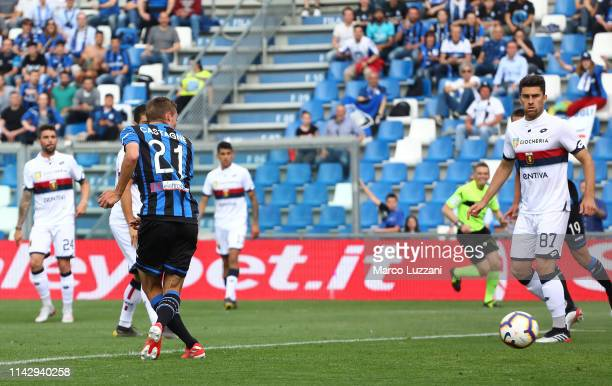 Timothy Castagne of Atalanta BC scores his goal during the Serie A match between Atalanta BC and Genoa CFC at Mapei Stadium Citta del Tricolore on...
