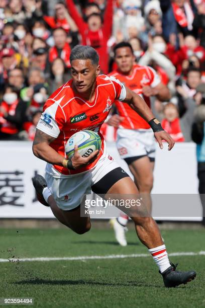 Timothy Lafaele of the Sunwolves scores a try during the Super Rugby round 2 match between Sunwolves and Brumbies at the Prince Chichibu Memorial...