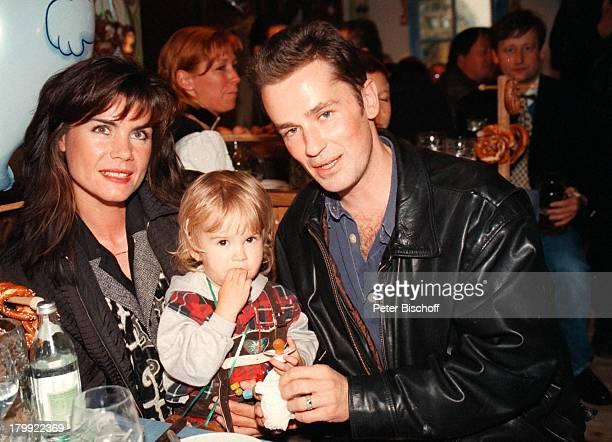 Timothy Peach mit Ehefrau Nicola Tiggelerund Tochter Tiffany Paulina MünchnerOktoberfest 98