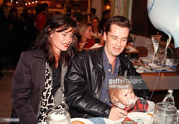 Timothy Peach mit Ehefrau Nicola Tiggelerund Tochter Tiffany Paulina Oktoberfest98 München