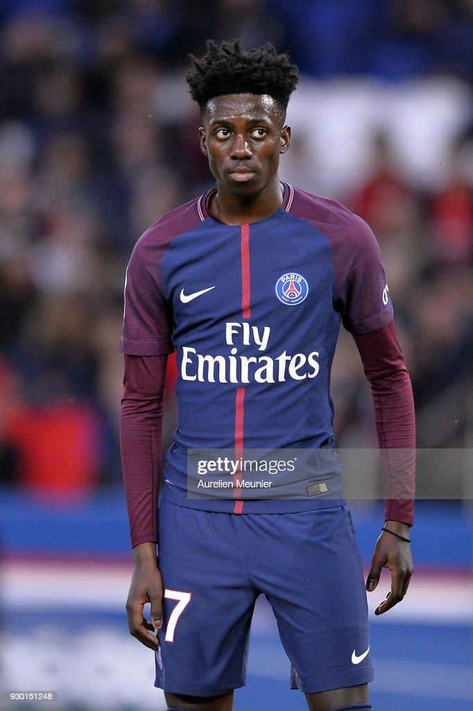 Paris Saint Germain v Metz - Ligue 1