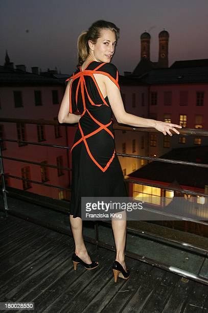 Tina Bordihn In Einem Kleid Von Wedel Und Tiedken Bei Dem Ndf Empfang After Work 2007 Im Hotel 8Seasons Am In München 140307