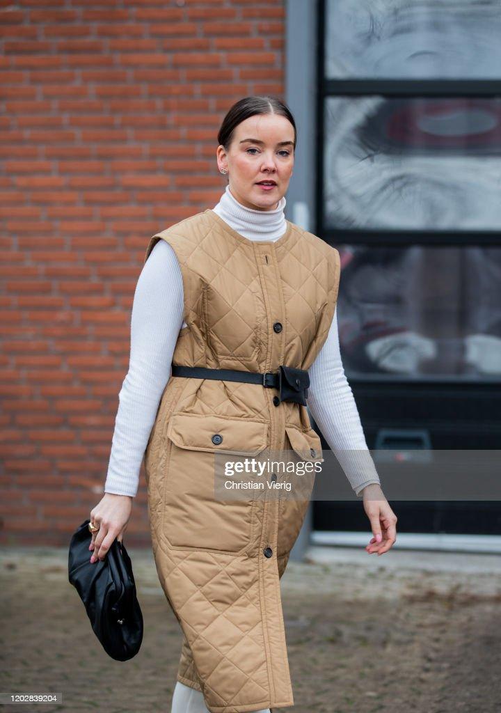 Street Style - Day 2 - Copenhagen Fashion Week Autumn/Winter 2020 : Nachrichtenfoto