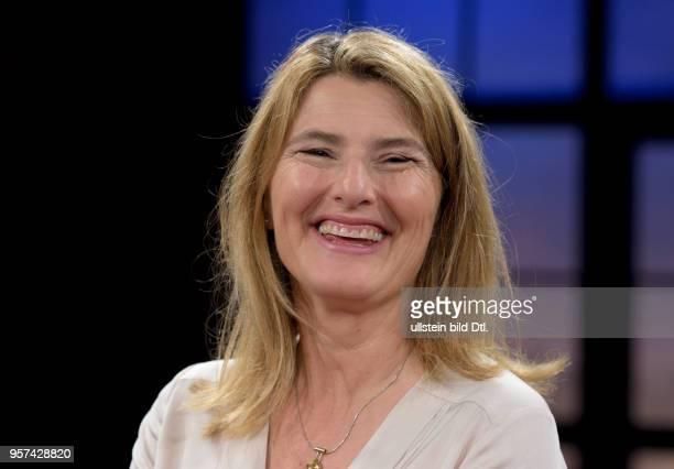 Tina HASSEL TVjournalist