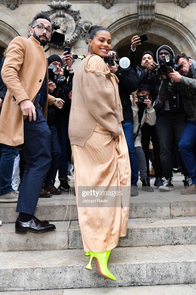 Stella McCartney : Outside Arrivals - Paris Fashion Week Womenswear Fall/Winter 2019/2020 : Foto di attualità