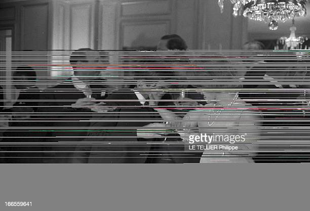 Tina Livanos Marries The Marquis Of Blandford A Paris dans un salon lors de son mariage avec le britannique John marquis DE BLANDFORD la grecque Tina...