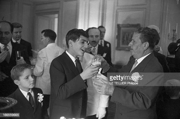 Tina Livanos Marries The Marquis Of Blandford A Paris dans un salon lors du mariage de sa mère la grecque Tina LIVANOS avec le britannique John...