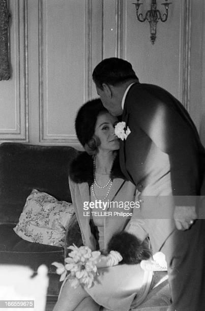 Tina Livanos Marries The Marquis Of Blandford. A Paris, dans un salon, lors du mariage de la grecque Tina LIVANOS avec le britannique John marquis DE...