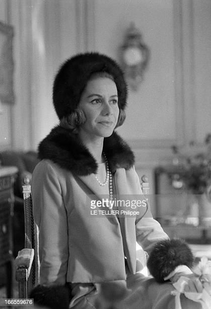Tina Livanos Marries The Marquis Of Blandford A Paris dans un salon lors de son mariage avec le britannique John marquis DE BLANDFORD portrait de la...