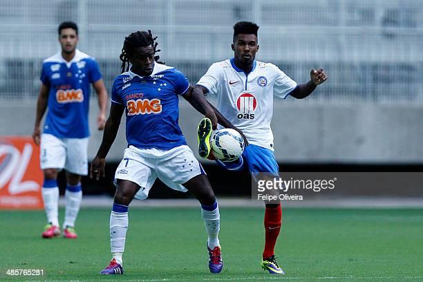 Tinga of Cruzeiro in action during the match between Bahia v Cruzeiro as part of Brasileirao Series A 2014 at Arena Fonte Nova Stadium on april 20...