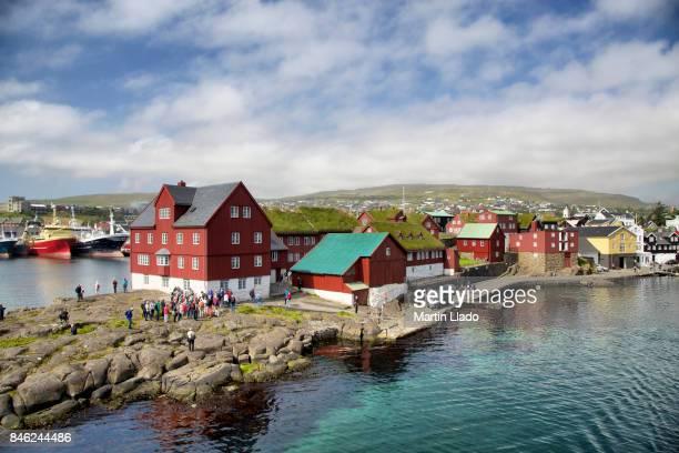 tinganes in torshavn - ilhas faeroe - fotografias e filmes do acervo