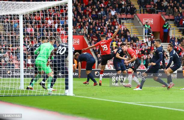 Tino Livramento of Southampton scores to make it 1-1 during the Premier League match between Southampton and Burnley at St Mary's Stadium on October...