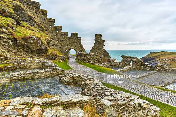 tintagel castle ruins, cornwall, uk - arthur stock pictures, royalty-free photos & images