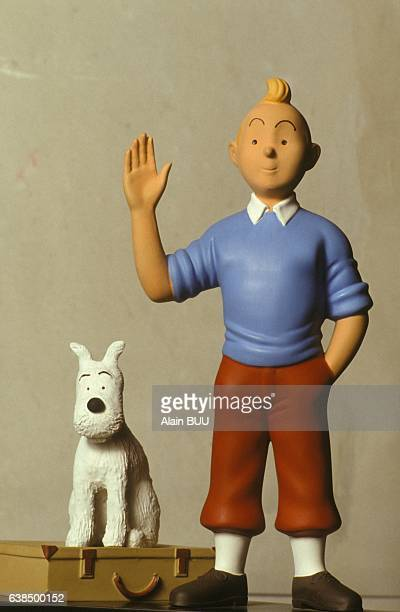 Tintin et Milou en plâtre de 31 5 cm à l'exposition 'Tintinomania' le 4 décembre 1990 à Paris France