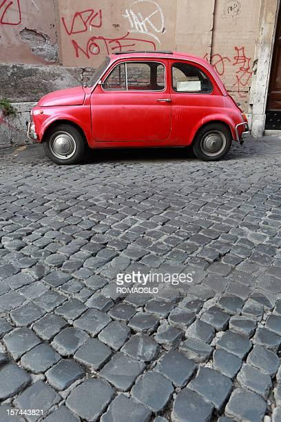 Kleine rote Oldtimer in Rom, Italien