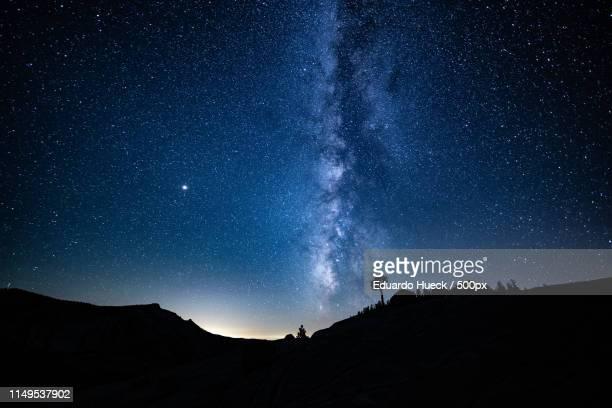 tioga pass & mono lake - stella cometa foto e immagini stock