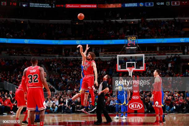 Tip off between Zaza Pachulia of the Golden State Warriors and Robin Lopez of the Chicago Bulls on January 17 2018 at the United Center in Chicago...