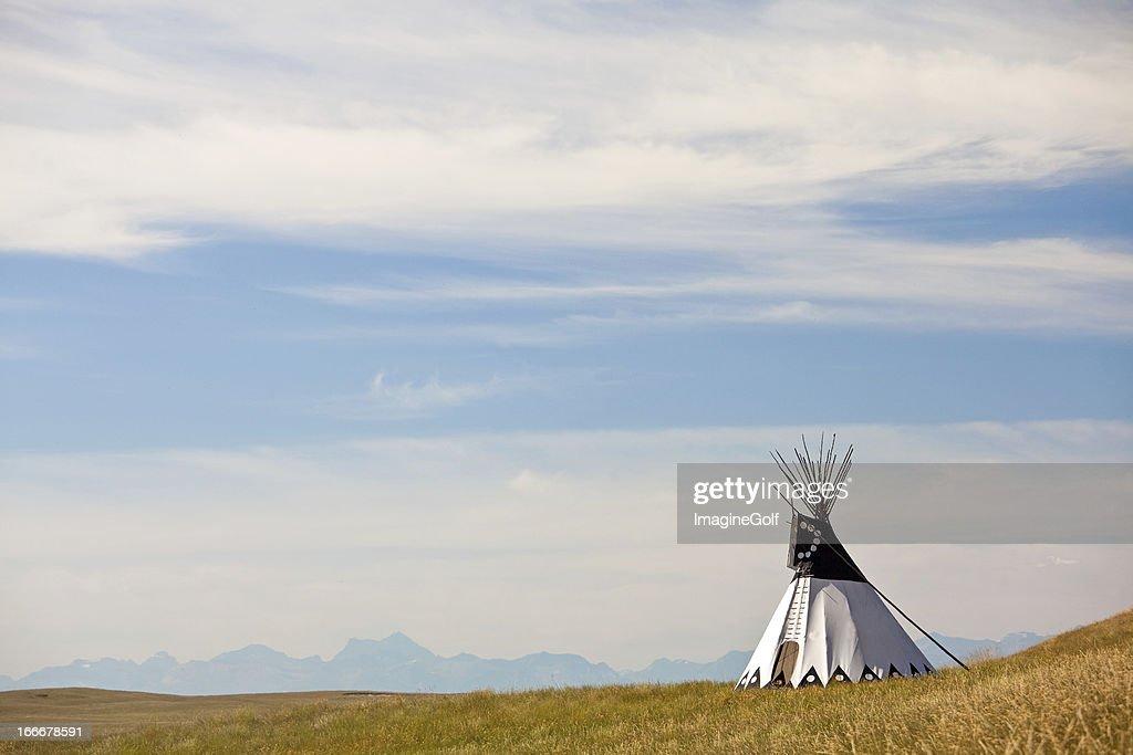 Tipi en Great Plains : Foto de stock
