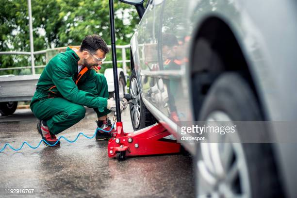tire changing at car service - auto repair shop exterior stock pictures, royalty-free photos & images