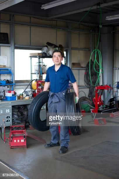 タイヤショップ - オーバーオール ストックフォトと画像