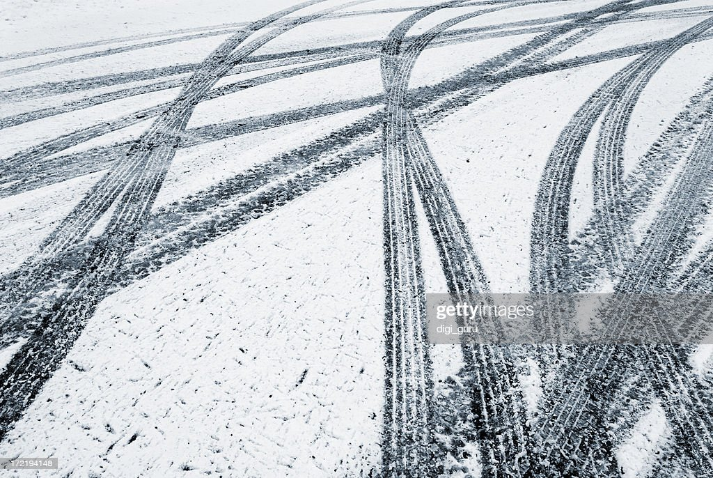 Tire tracks in the fresh snow : Stock Photo