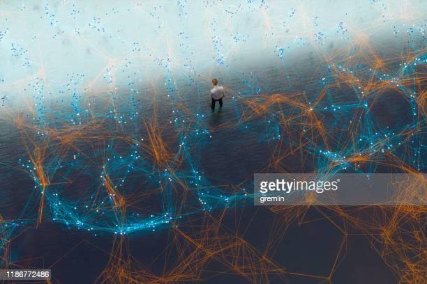 ラインの複雑なネットワークで疲れたビジネスマン - 迷う ストックフォトと画像