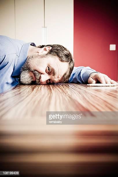 Müde Geschäftsmann Schlafen Kopf auf Tisch