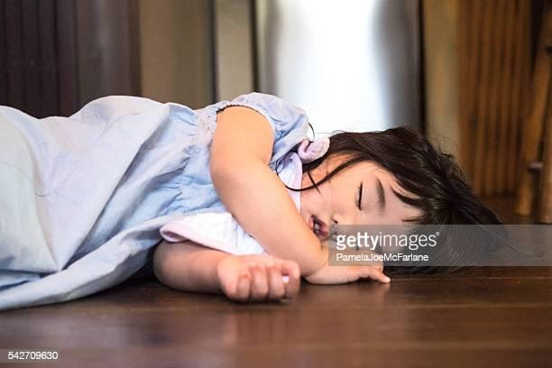 タイアード日本の幼児の女の子のベッドをご自宅で