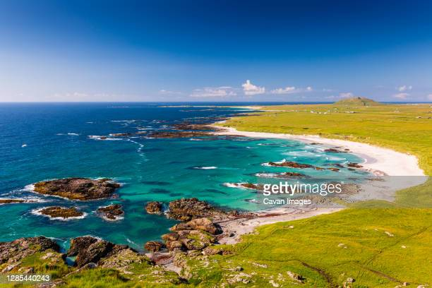 tiree beach view with turquoise sea and white sand - scotland stock pictures, royalty-free photos & images