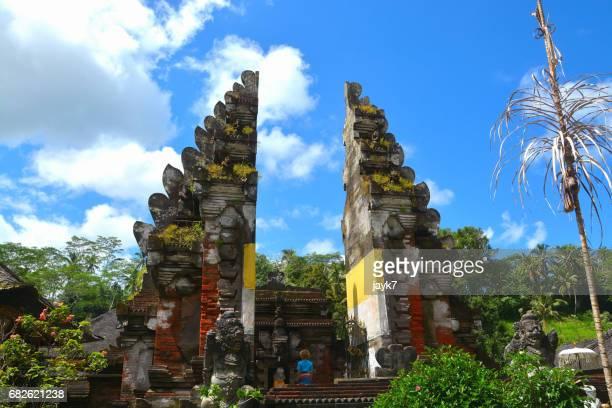 tirta empul temple - pura tirta empul temple stock pictures, royalty-free photos & images
