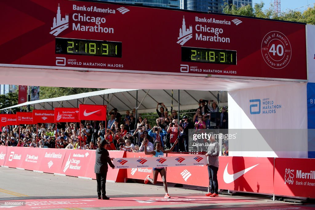 Tirunesh Dibaba of Ethiopia wins the women's race with a time of 2:18:31 during the Bank of America Chicago Marathon on October 8, 2017 in Chicago, Illinois.